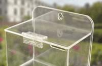 l'utilizzo di un portafoto in plexiglass
